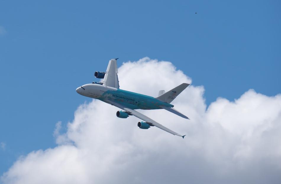 青空と航空機