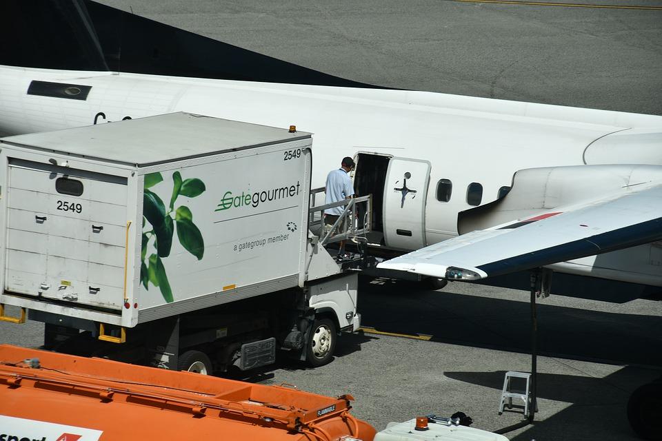 空輸される荷物