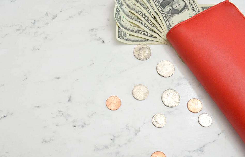 赤い財布とお金